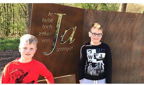 Leerlingen Piet Prinsschool werken over Monument21