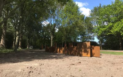 Geen zandbulten meer bij het monument
